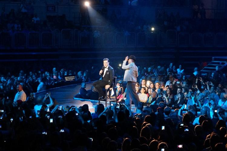 Robbie Williams Swings Both Ways Live